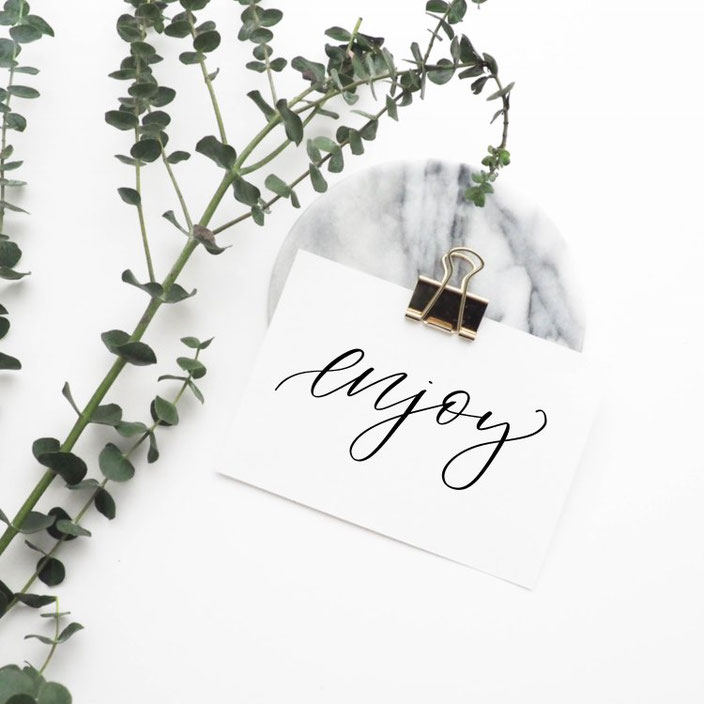 Brushlettering enjoy (fabletters bei den Letter Lovers)