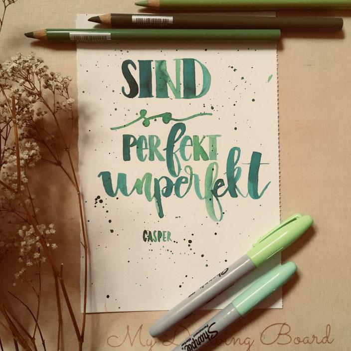 Handlettering Casper Zeile: Sind so perfekt unperfekt (Lettering von jennysordon für die Letter Lovers)