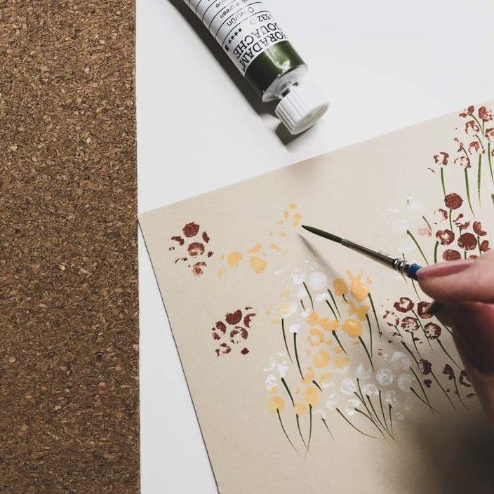 Blumen gestalten dank Farbauftrag auf einer Noppenfolie - so einfach geht's
