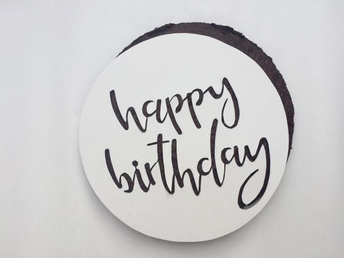 Anleitung für einen personalisierten Geburtstagskuchen mit Handlettering