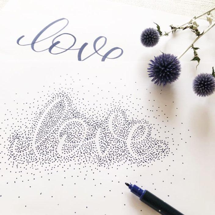 Handlettering Anleitung: So gestaltest du ein Negativlettering - hier das Beispielwort Love mit Punkten