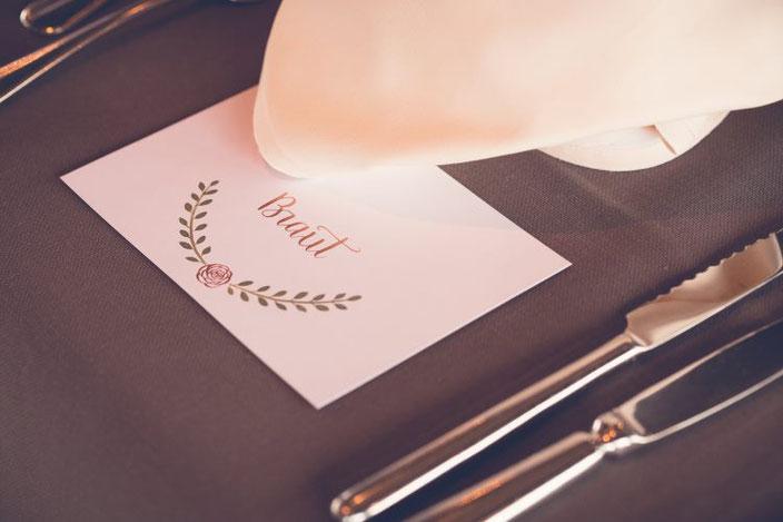 Handlettering Tischkärtchen für eine Hochzeit - die Braut (Foto von TW-Fotoart)