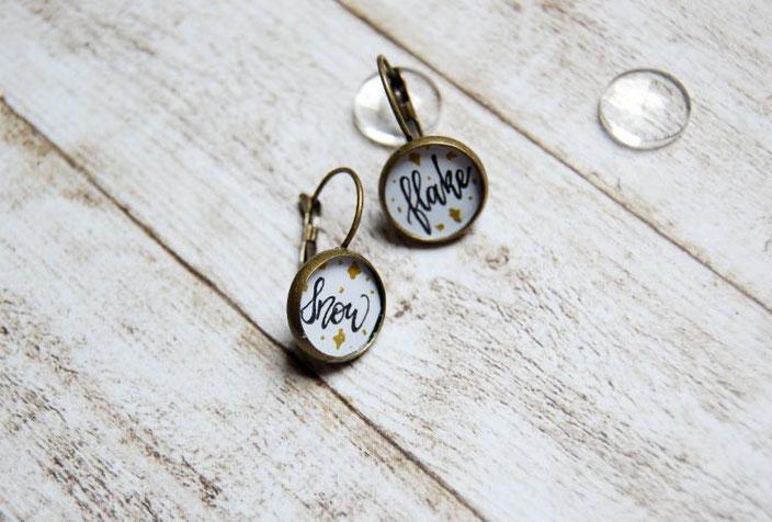 DIY Anleitung für selbstgemachte Cabochon Ohrringe mit Handlettering - Schritt 4: festkleben