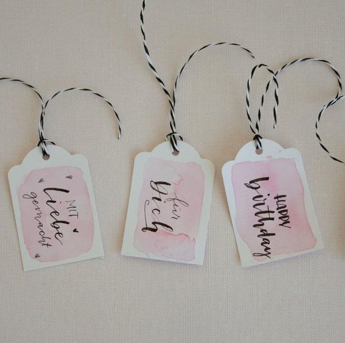 Handlettering Geschenkanhänger - happy birthday - für dich - mit liebe gemacht (Lettering von belettert.at bei den Letter Lovers)