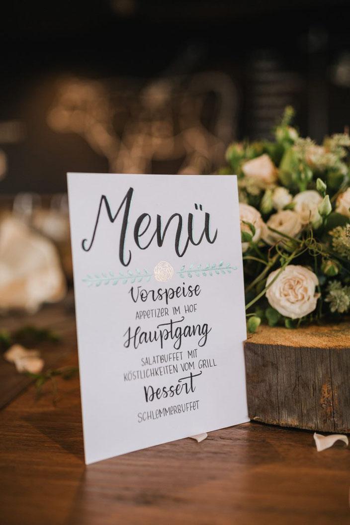 Menu Karte gelettert für eine Hochzeit - Foto von Rebecca Krebs Photography