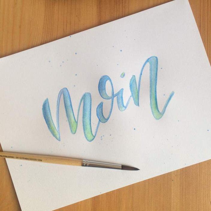 Handlettering Anleitung: Wie du ganz einfach mit aquarellierbaren Buntstiften ein mehrfarbiges Lettering gestaltest