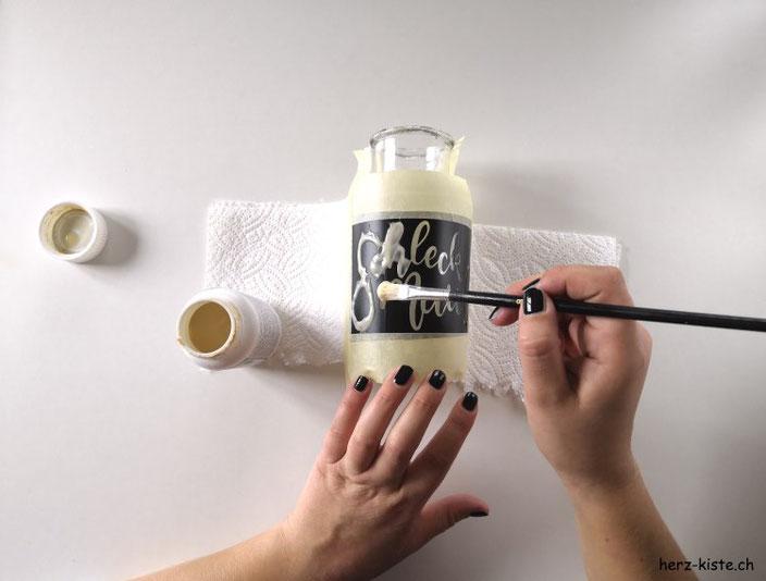 DIY Anleitung um dein individuelles Lettering mit Ätzpaste auf ein Glas einzuätzen - dicke Schicht Ätzpaste aufs Glas