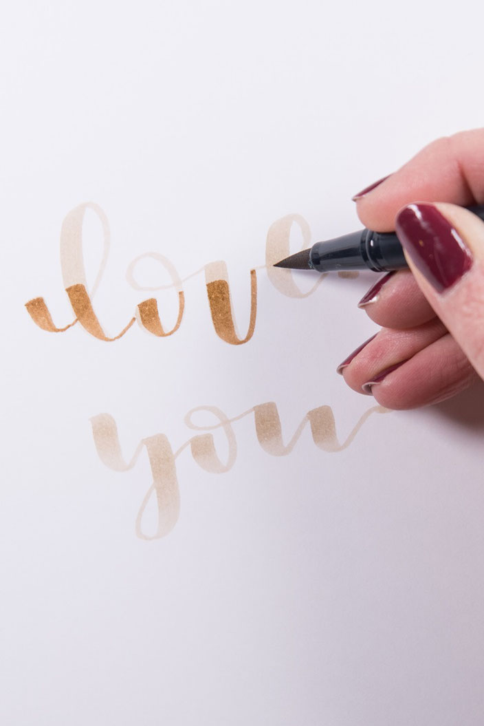 Tutorial Handlettering verblenden: Schritt 2 - in einer dunkleren Farbe nachmalen