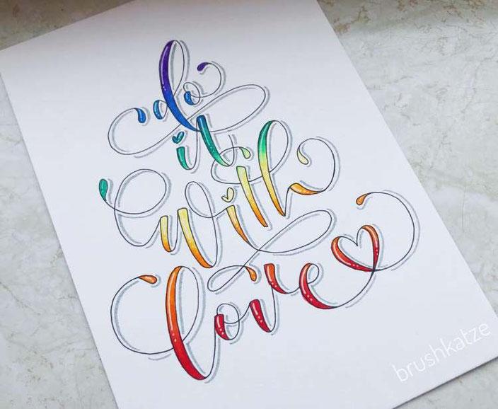 Handlettering mit Farbverlauf: do it with love (brushkatze für die Letter Lovers)