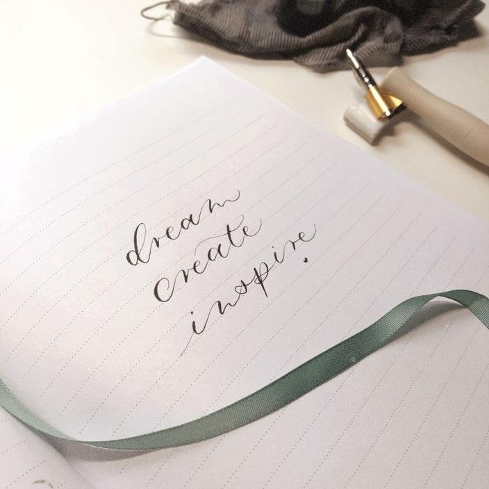 Lettering mit der Spitzfeder: dream create inspire