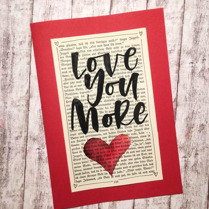 Handlettering - love you more (Lettering von madi_yellow_freak für die Letter Lovers) auf einer alten Buchseite Lettern