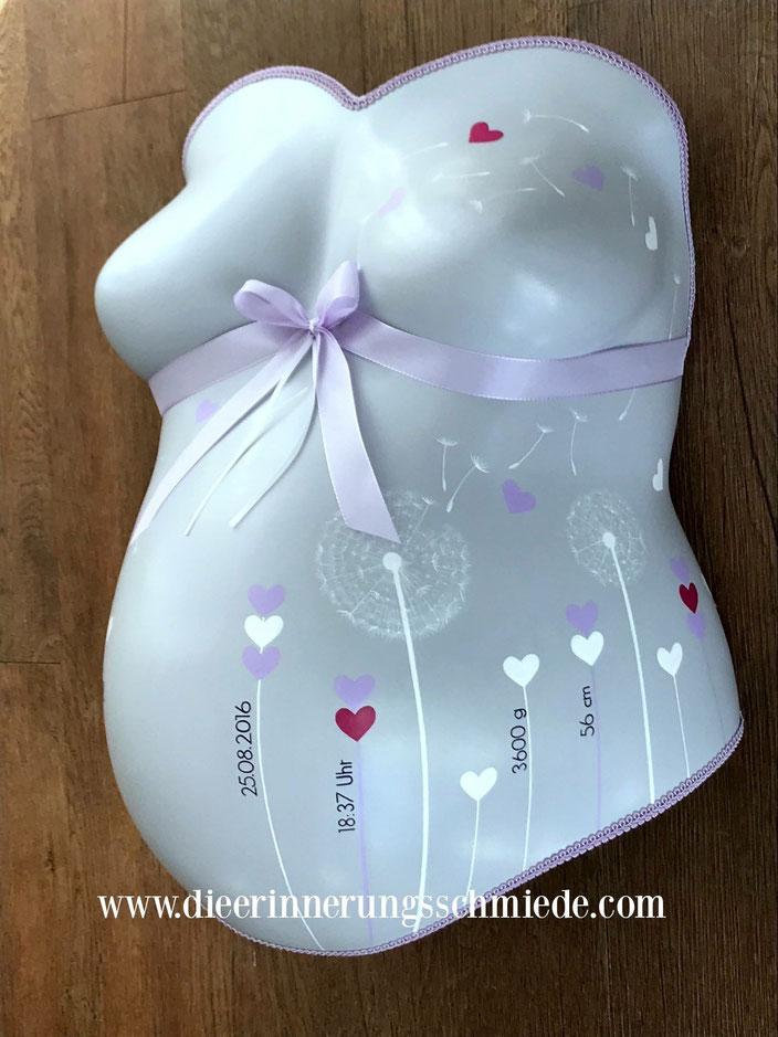Babybauchabdruck veredeln lassen in Kiel, Gipsabdruck  Babybauch grau mit Pusteblumen, Babybauchabdruecke Kiel