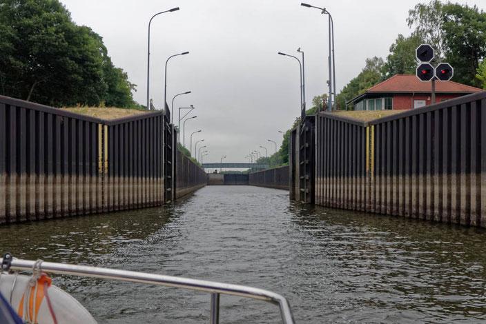 Schleuse Havelberg bei Niedrigwasser in der Elbe