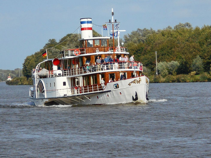 Nostalgische (Ausflugs-) Schifffahrt auf dem Nord-Ostsee-Kanal