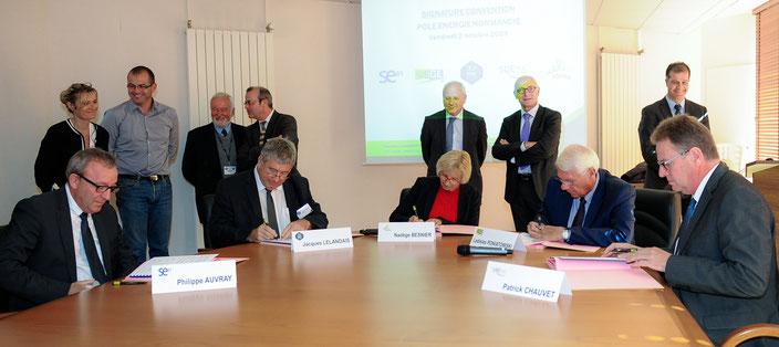2 octobre 2015 - Signature de l'Entente (Crédits photo : Maryvonne Desdoits - A Vue D'Oeil)