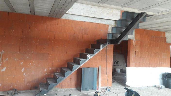 Création d'un escalier contemporain en acier