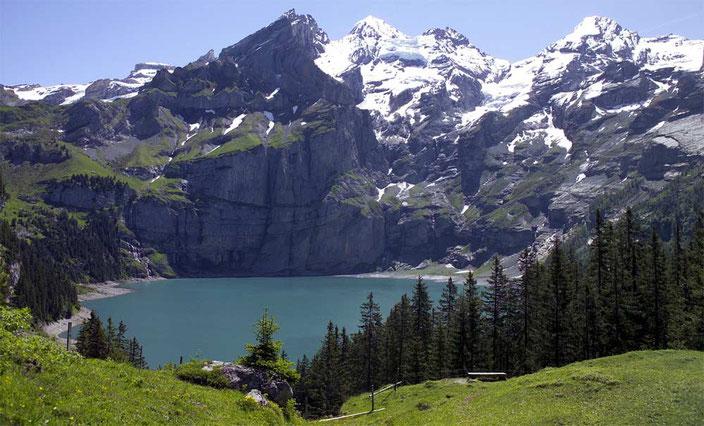 Weitwandern vom Wallis ins Berner Oberland: Alpenerlebnisroute vorbei am Oeschinensee