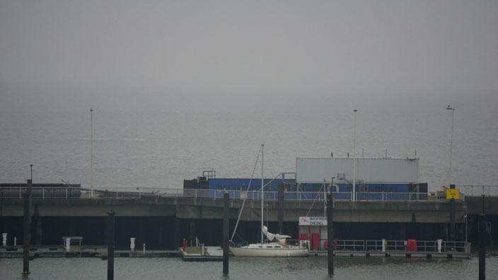 """Obwohl unser Hafen geschlossen ist, machte hier schon jemand einen """"Boxenstopp"""".     Foto: J. Nickel"""