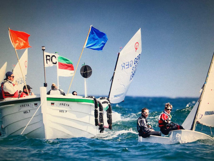 Störtebeker Opti-Cup 2019, Zielschiff Freya  /  Foto: Henrik Peters