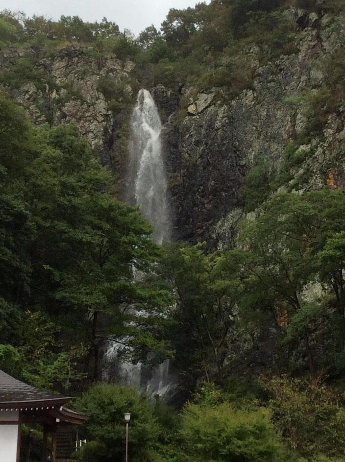 香川県にある不動の滝 落差50メートルの雄大な滝です