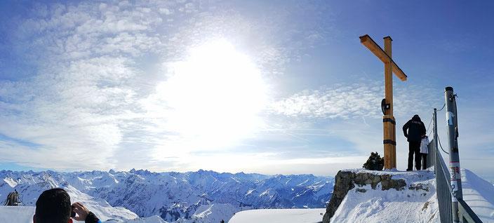 На вершинах гор в Германии принято устанавливать крест