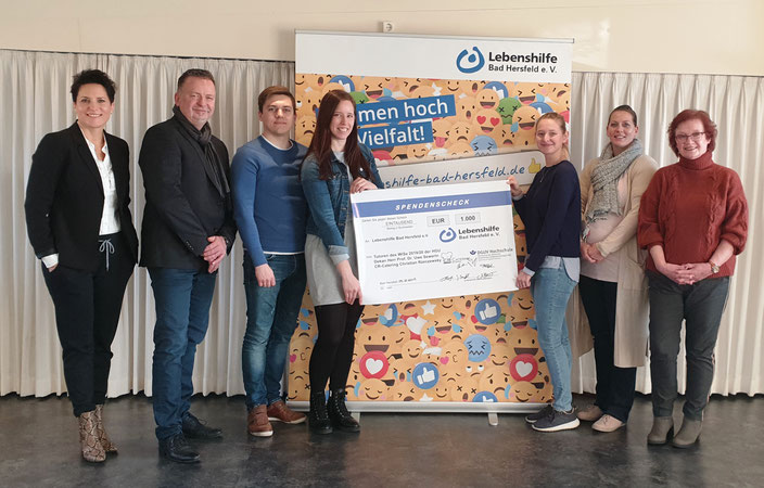 """Glückliche Gesichter bei der Spendenüberhabe an die """"Lebenshilfe Bad Hersfeld e.V."""""""