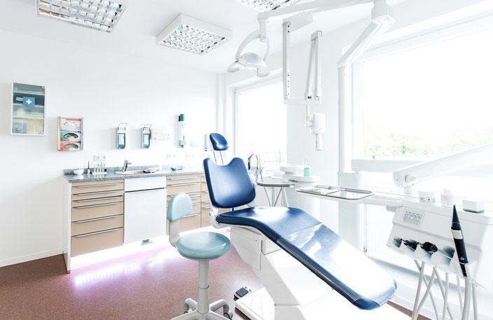 Zahnarzt Zahnarztstuhl Zahnarztpraxis Zahnarzt Zahn Zähne Bohrer Dr. Michaelis Altona