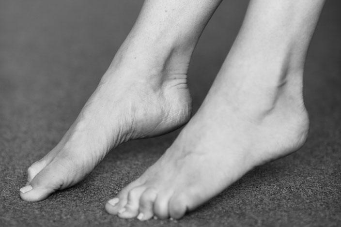 nackte füße naked feet fuss fetisch fuss massieren riechen küssen lecken saugen foot job giant feet fuss sklave