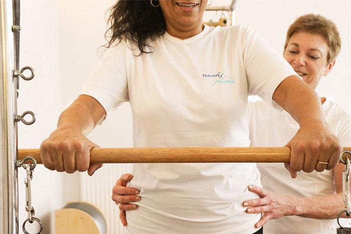 Pilates ist Beckenbodentraining, Pilates ist aber auch Stressabbau und Achtsamkeit im Umgang mit sich selbst durch Konzentration.