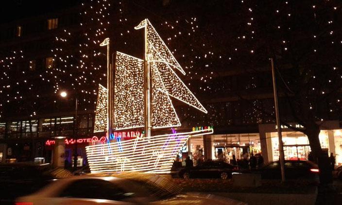 Weihnachtliche Lichterfahrt über den Berliner Kurfürstendamm