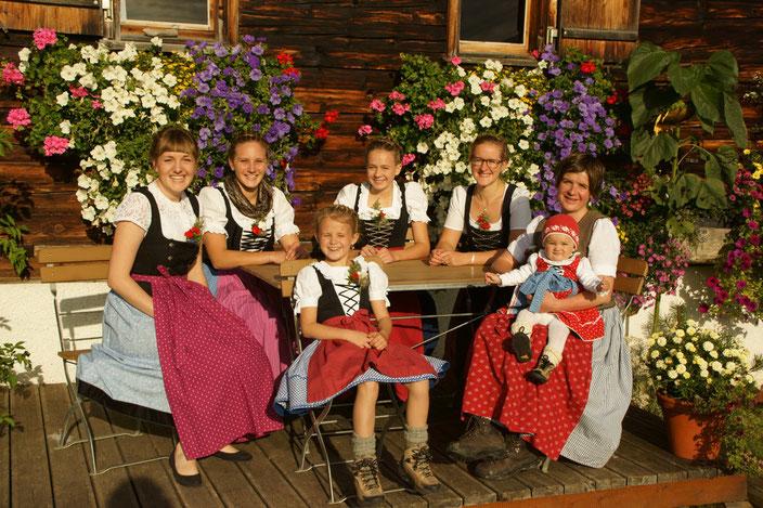 Alpe Osterberg – Jule mit Ihren beiden Töchtern und den Mädels