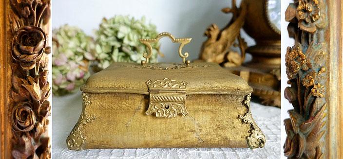 Antike Möbel, Wohnaccessoires und Dekorationen im Maisondora Onlineshop