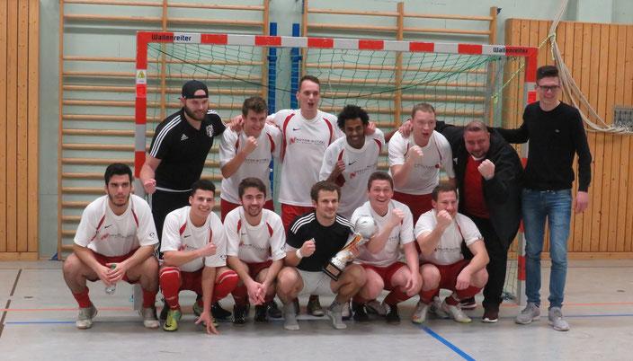 Die Siegermannschaft des FSV Bayreuth mit dem Pokal.