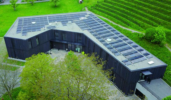 Die PV-Anlage auf der Bibliothek Spiez, erstellt 2014,  wird auf Ende 2020 von der Gemeinde gekauft.