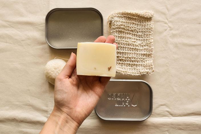 Plastikfrei auf Reisen Travel Kit mit Dose, fester Seife, Sisalsäckchen RiekesBlog