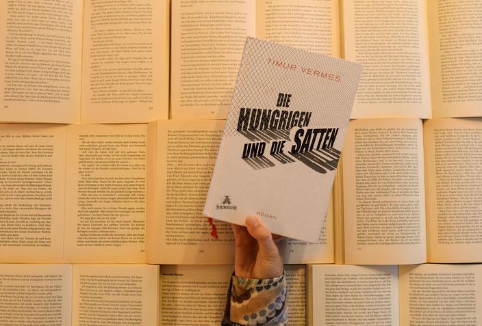 Titelbild: Mit Timur Vermes im Gespräch über Hungrige, Satte und wann Satire nicht mehr angebracht ist RiekesBlog.com