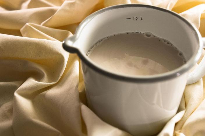 Leckere Haselnussmilch einfach selbst machen | Vegane Alternativen selber machen Part 3 RiekesBlog