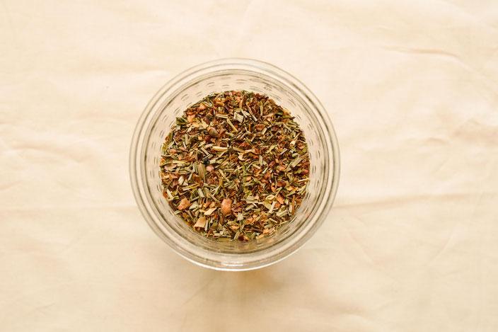 Titelbild: Plastikfreier Tee — So einfach kommst du an Tee ohne Plastikmüll zu produzieren: Plastikfrei in der Küche RiekesBlog