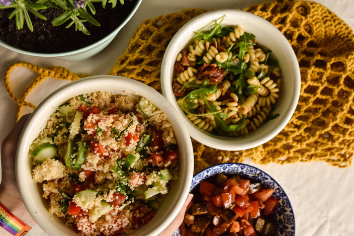 Vegan grillen: Diese 3 Salate dürfen auf der nächsten Grillparty auf keinen Fall fehlen. Couscous im Fokus. RiekesBlog
