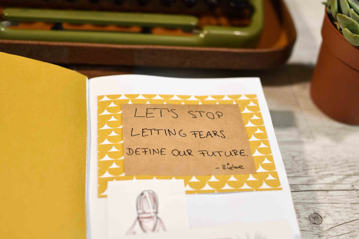 Art Journal mit Spruch: Let's stop letting fears define our future