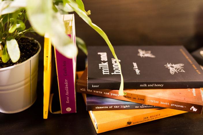 Gedichtbände und Pflanzen RiekesBlog