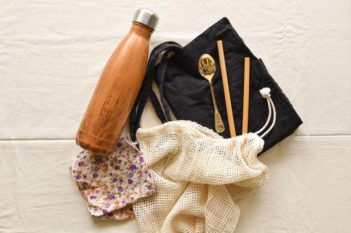 Titelbild: Plastikfrei unterwegs: Diese 8 Tipps helfen dir Plastikmüll zu vermeiden auch wenn du (viel) unterwegs bist RiekesBlog
