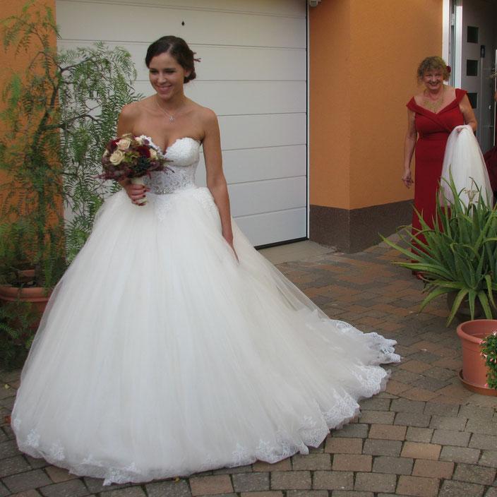 Braut und Brautmutter auf dem Weg zum Standesamt (mit freundlicher Genehmigung der Braut)