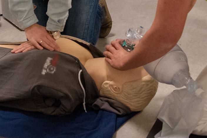 Alle Mitarbeiter der Prophylaxepraxis sind für den Notfall trainiert!
