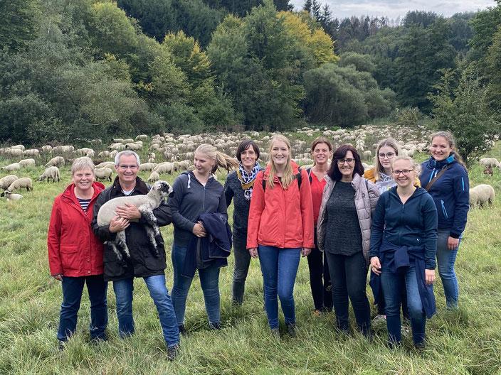 Mitarbeiter der Prophylaxepraxis nach dem Schafehüten