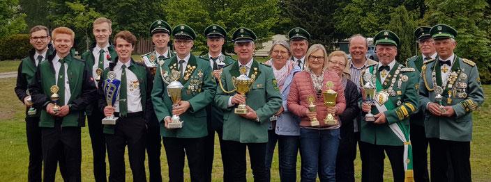 Pokale für die erfolgreichen Schützen beim Bataillonspokalschießen 2019