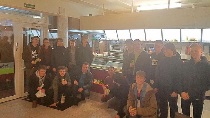 """""""Dönerschuld Check"""": Die Jungs lieferten auch beim Döner-Essen (Döner Kebab Lübeck) eine starke Partie ab!"""