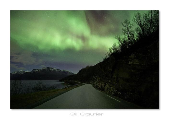 Northern Light Road .. ( La route des Aurores Boréales )