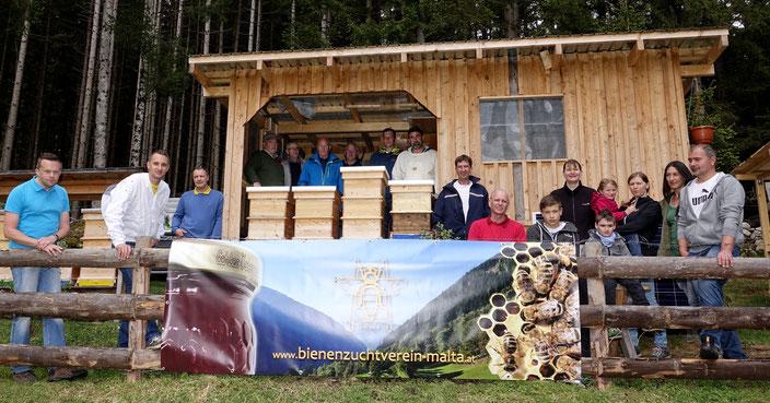Stammtisch mit Präsentation des neuen Vereinslogos und Fotoshooting am Bienenstand von Egarter Andreas