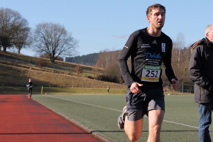 Maximilian Weiß holte den Titel über 800m